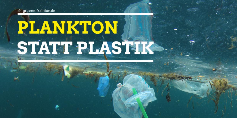 Plastikmüll schwimmt im Meer