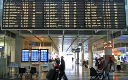 Anzeigetafel auf Flughafen